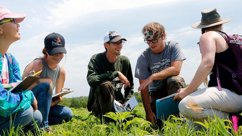 Students test prairie restoration methods for joint Prairie Corridor project